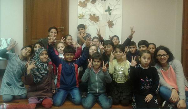 Syrische Kinder während einer Sitzung